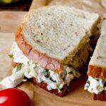 Cách làm Bánh mì kẹp salad gà