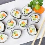 Cách làm sushi cuộn quả bơ tươi lạ miệng cực kỳ đơn giản.